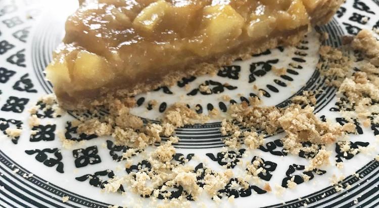 Tarte pommes, poires au caramel et pâte sablée maison.