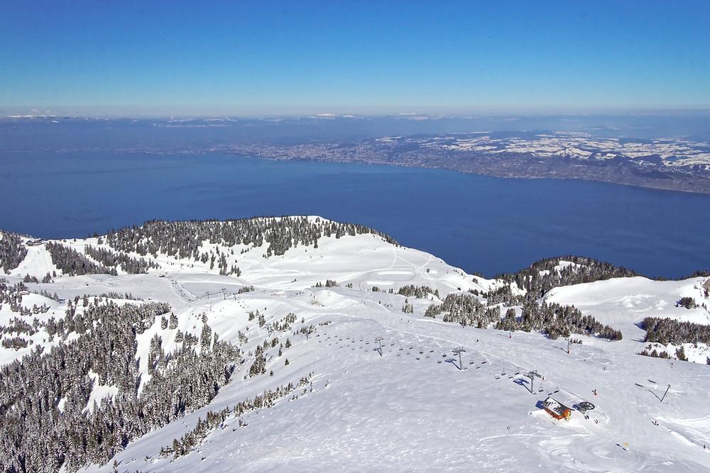 Le domaine de Thollon vu du sommet du Pic Boré