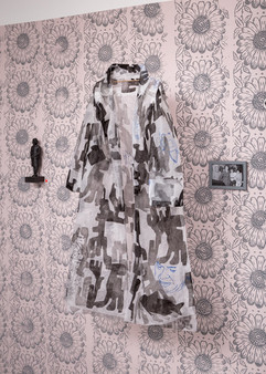 Marianne's Diary/ Installationsansicht Magdolnas Mantel