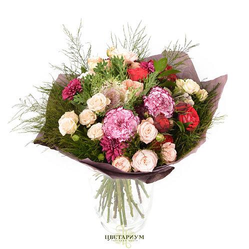 Букет пионовидная роза Juliette 2 Кустовая роза Яна 6 пионовидная роза Red Piano