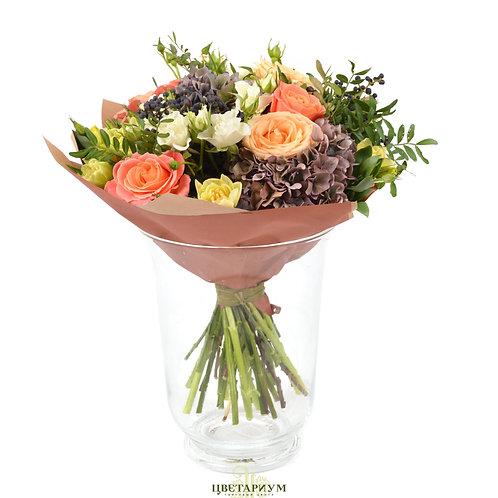 букет гортензия 2 роза Мисс Пигги 7 Ягоды 2 тюльпаны 7 кустовая роза Snow Flake