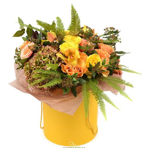 букет в цилиндре гортензия 2 амбрелла 3 роза Karpe Diem 9 пионовидные розы Beatr