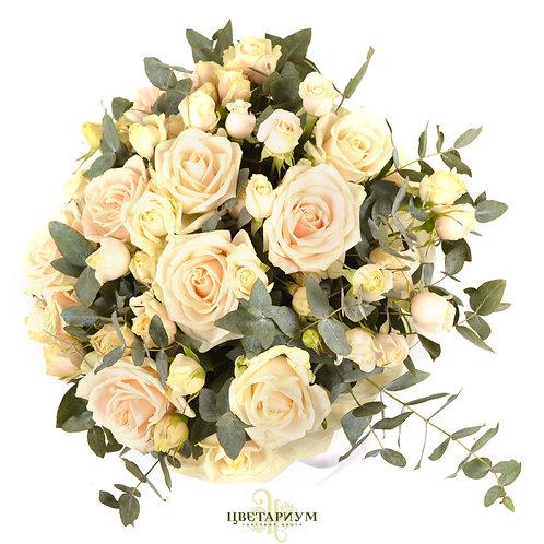 букет 11 роз таллея 10 кустовых роз Super Bubbles эвкалипт