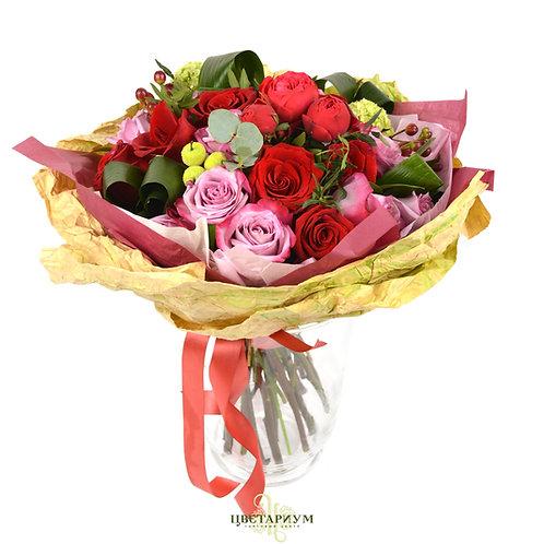 букет розы Deep Water 6 роза Freedom 7 Роза Red Piano 2 аспидистра 4 гиперикум 2