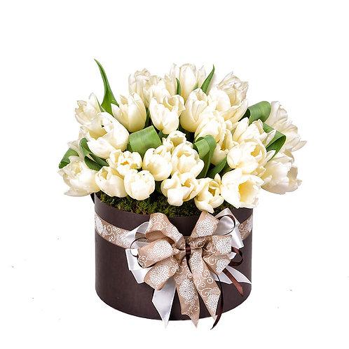 цилиндр из 51 тюльпана