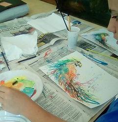 cours de peinture, encre, acrylique, perroquet peint, technique peinture projetée