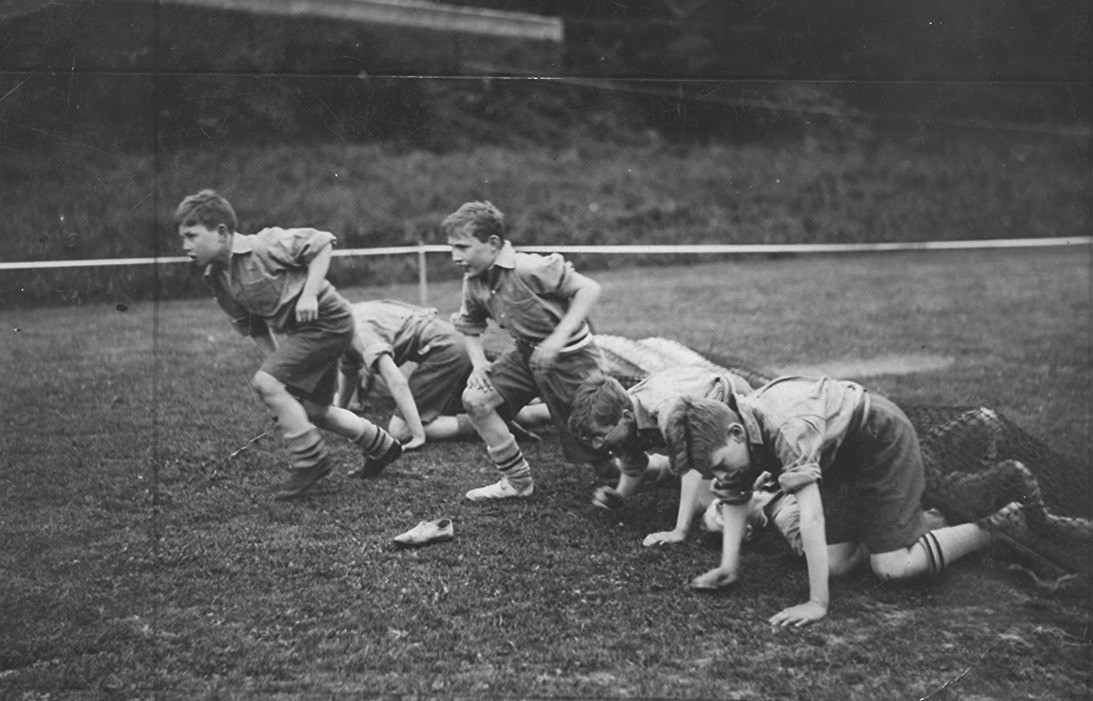Drapers School Sports at Addington, England 1930Through the net in the obstacle race.jpg