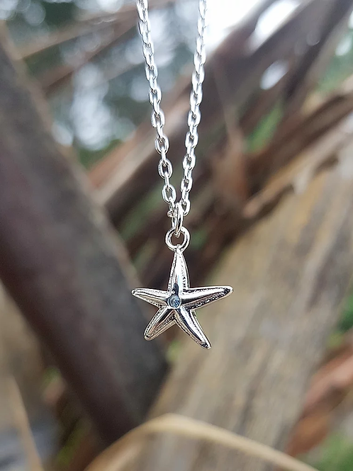 ADORN Mini Starfish Necklace