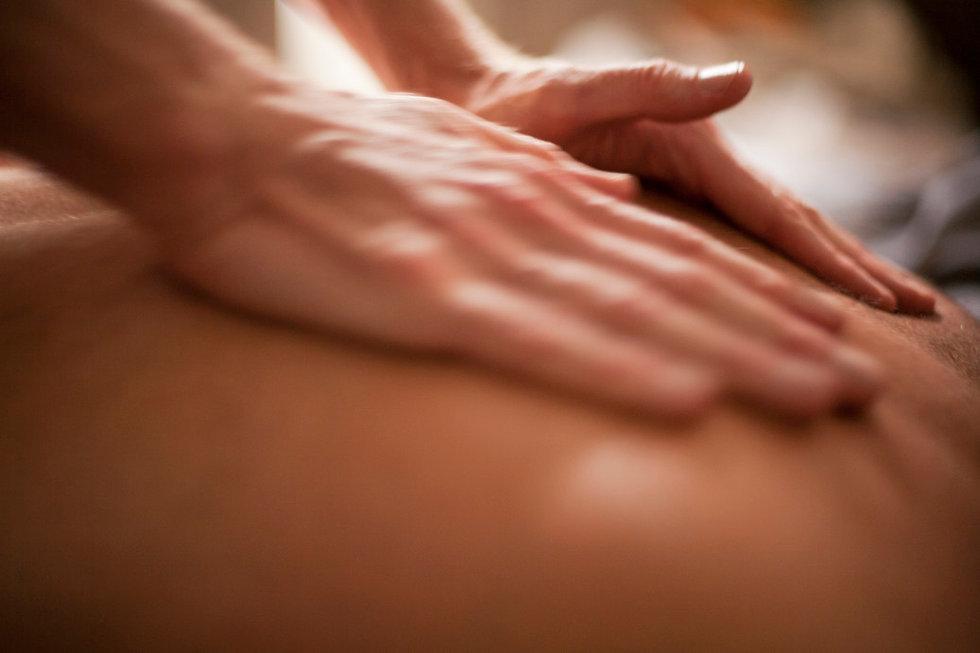 soothing-massage_t20_knYbwP.jpg