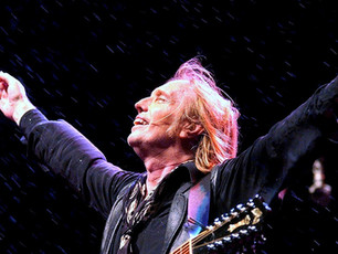 """Tom Petty - """"American Girl"""" - Tom Petty's Last Song at the Hollywood Bowl 2017"""