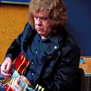 Gary Moore Playing for the Last Time on the Guitarist Magazine Studio