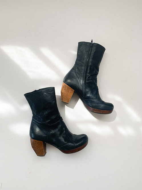 Chie Mihara Ankle Boots   US 7