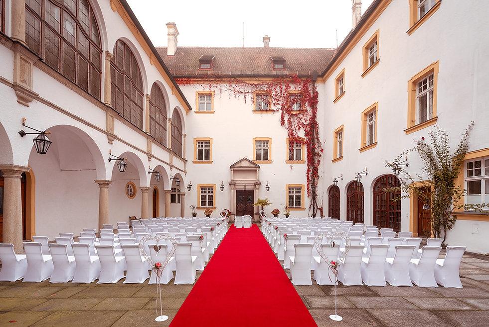 Freie Trauung Schlossinnenhof (full hd)1
