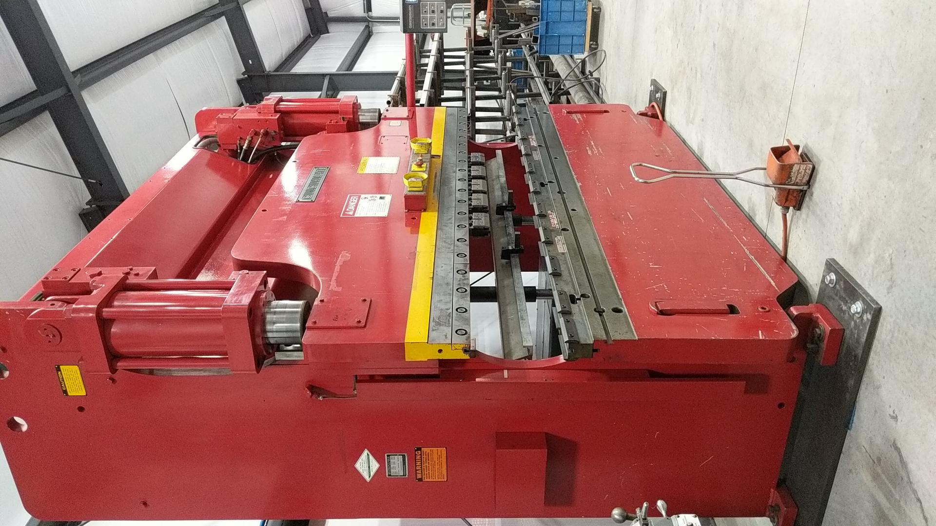 Cincinnati 135 ton CNC press brake