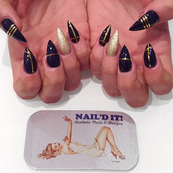 Stiletto nails with gold stripes #nailditsalon#hollywood#naildit#nailart#naildesign#blackandwhitenai