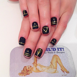 #nailditsalon #naildit #nailditlosangeles #hollywood #stripenails #blackandgoldnails #nailartoohlala