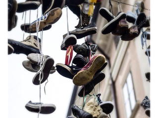 """Anche tu """"passi"""" le scarpe usate dai tuoi figli ad altri bambini?"""