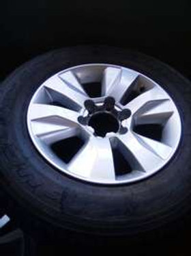 17inch Toyota Hilux/Fortuner original mag with used 265/65/17 tyre to AUTO PARTS ONLINE SA
