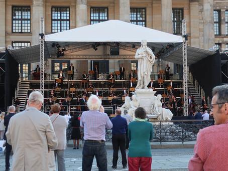 コロナウイルス対策の制約の下で開催されたコンツェルトハウス・ベルリンの屋外コンサート
