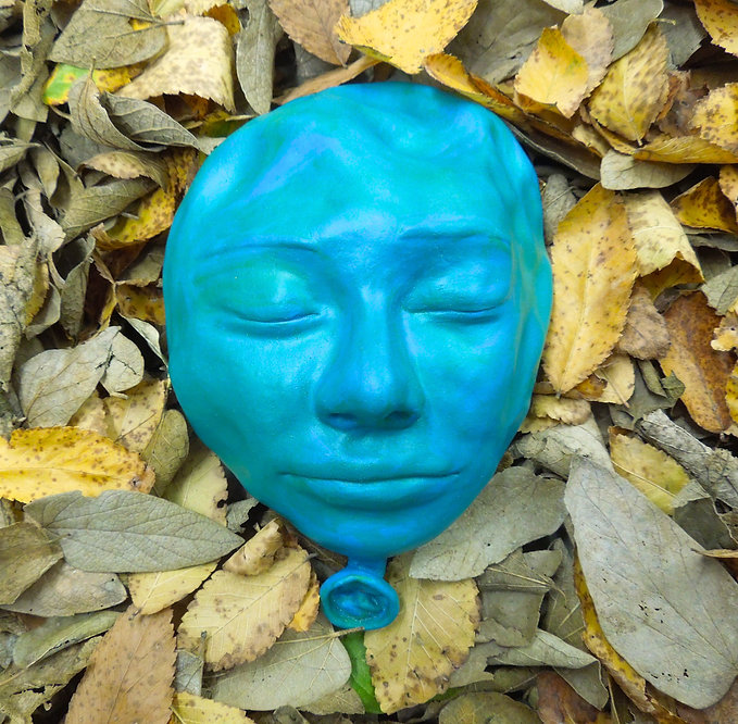 susi lopera sculpture, ceramic face, susi lopera art, susi lopera, surrealist art, ceramic sculpture, figurative ceramic art, portrait clay, clay face, clay balloon, balloon and leaves, balloon art, balloon sculpture,