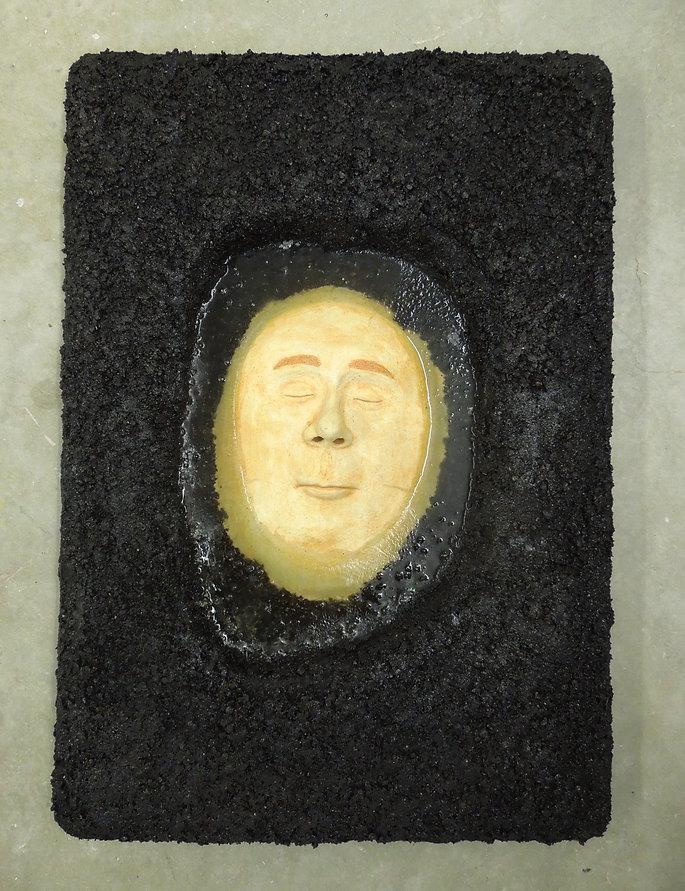 susi lopera sculpture, ceramic face, susi lopera art, susi lopera, surrealist art, ceramic sculpture, figurative ceramic art, portrait clay, clay face, puddle art, face in puddle, face in puddle art, puddle sculpture,