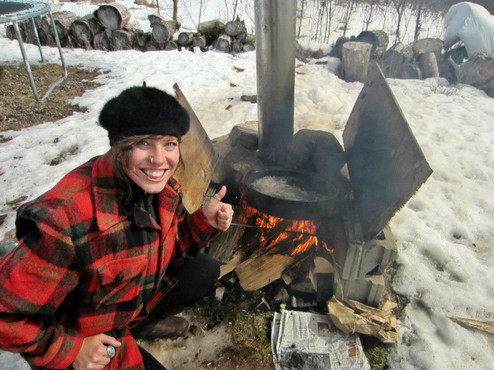 boiling down sap for maple syrup