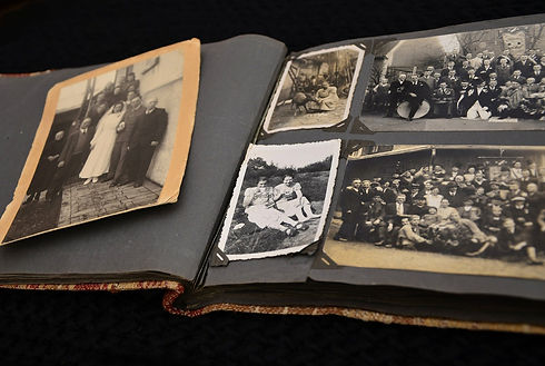 photo-album-631084_1920.jpg