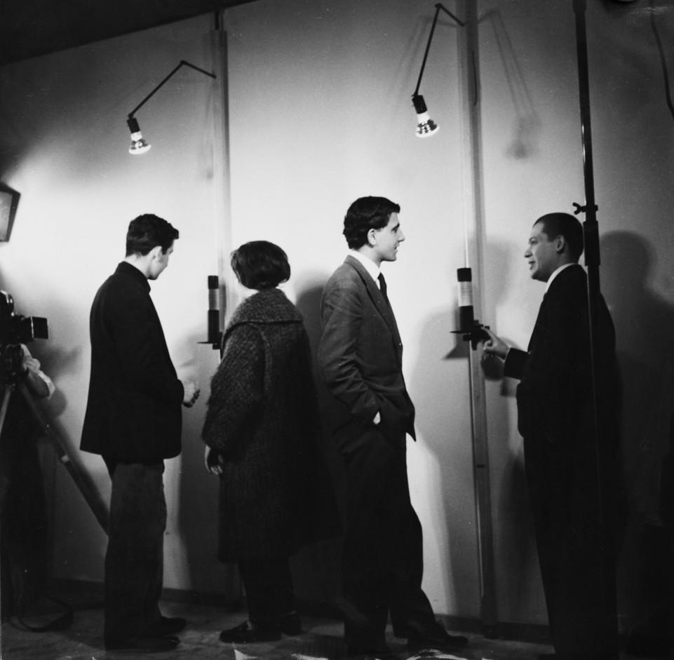 """5-Inaugurazione-della-mostra-personale-""""Linee""""-di-Manzoni-alla-galleria-Azimut-M"""