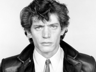 Shots by Smith's lover and soul mate: Robert Mapplethorpe.