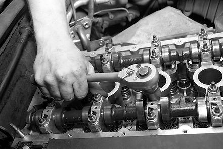 mobile mechanic repairs garage in a van
