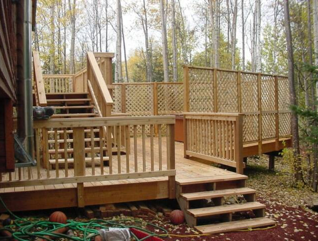 Back Deck with Privacy Wall