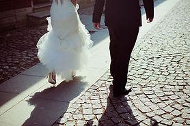 Mariée et le marié Walking Away