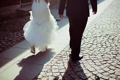 Braut und Bräutigam Walking Away