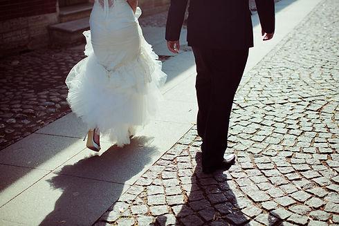 La novia y el novio que se van