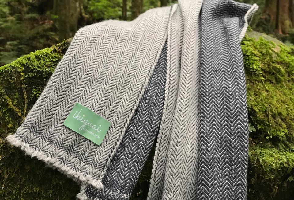DUPLEX Natural 2 dimensional unisex woollen muffler- grey edition