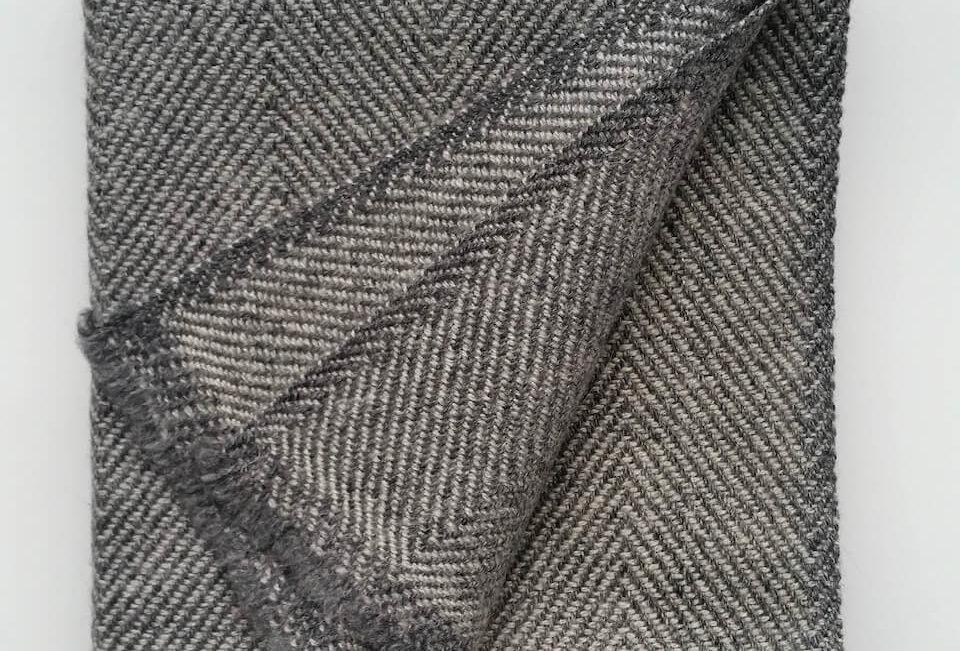 PEAKS woollen scarf - silver grey