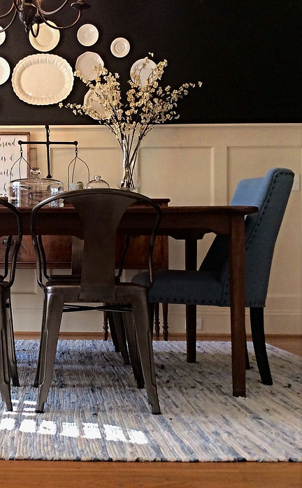 Farmhouse flair takes this dining room from boring to beautiful.  #farmhouse #platesonwall #metalchairs #ragrug #farmhousedecor #wainscotting #cofferedceilings #decor
