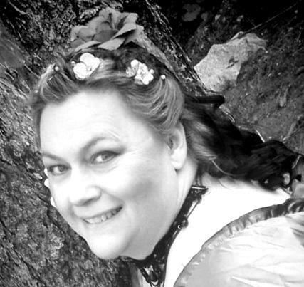 Julie Waage - Actor