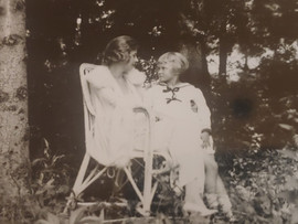 A young Charlotte with her mother Hilda.