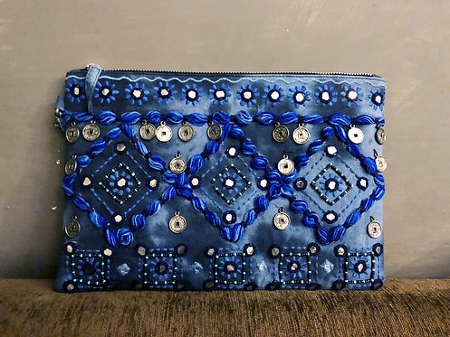 304/1 - Embroidered bag