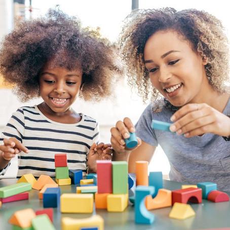 Como as famílias podem auxiliar na aprendizagem por meio de brincadeiras