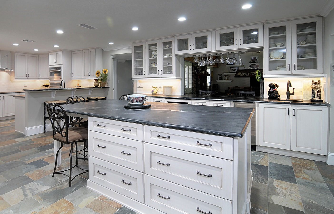 pearl_white_shaker_style_kitchen_cabinet