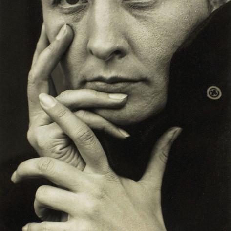 Alfred Stieglitz: O'Keeffe (hands), 1918