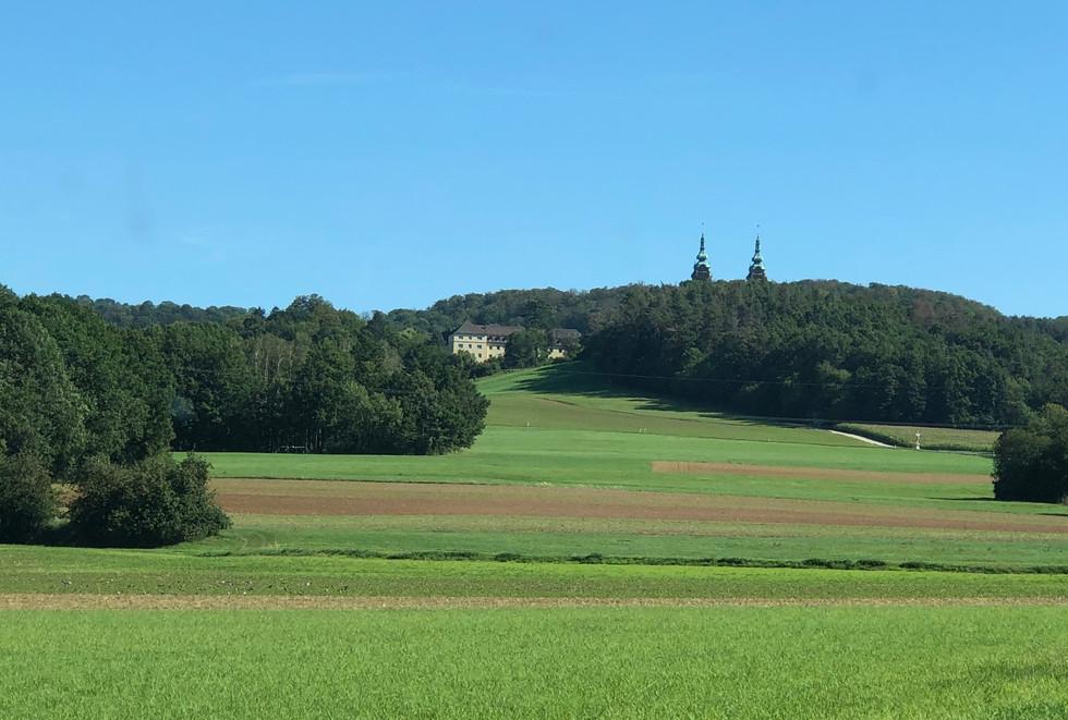 Anfahrt zur Wallfahrtskirche Vierzehnheiligen bei Bad Staffelstein