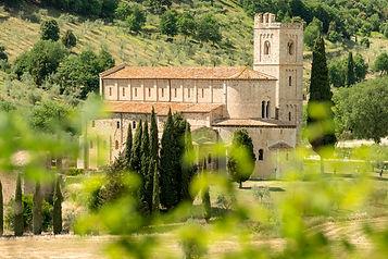 Abbey_of_Sant'Antimo_near_Montalcino,_Tu