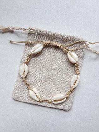 Bracelet de cheville coquillages cauris naturels et macramé