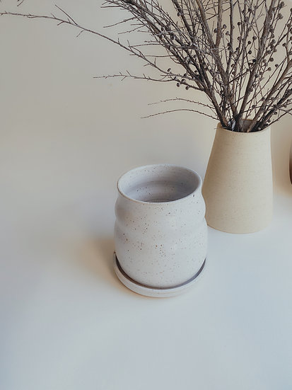 Speckled planter pot with base