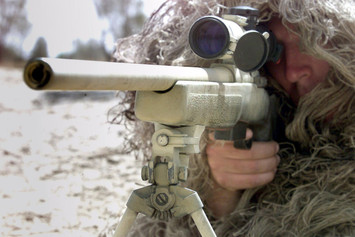 Record: Francotirador canadiense mata un blanco de ISIS a dos millas de distancia.
