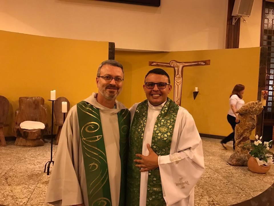 Padre Júlio e Padre Junior, em missa celebrada no dias 19 de fevereiro