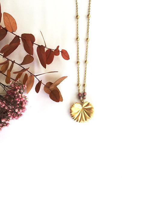 Collier à pendentif végétal